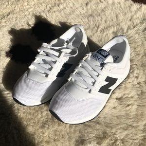 NWOT Kids New Balance 247 White & Black shoes